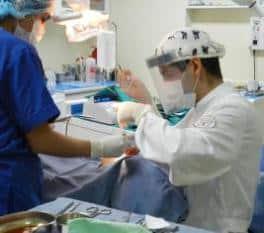 Cirugia de implantes dentales en Perú